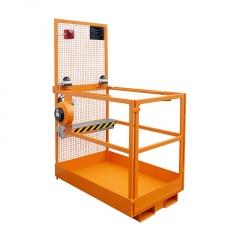 Bauer Arbeitsbühne MB-ST/T/L vergittert mit Zweihand- Tastschalter, Türtrennschalter Aufnahme an schmaler Seite